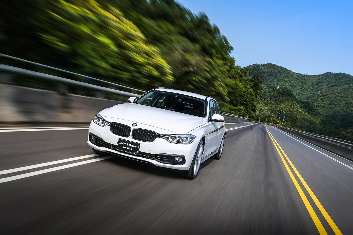 BMW 3 Touring M Performance Edition (1).jpg