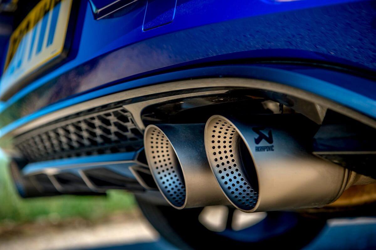 2018_Volkswagen_Golf_R_Performance_Pack_c.jpg