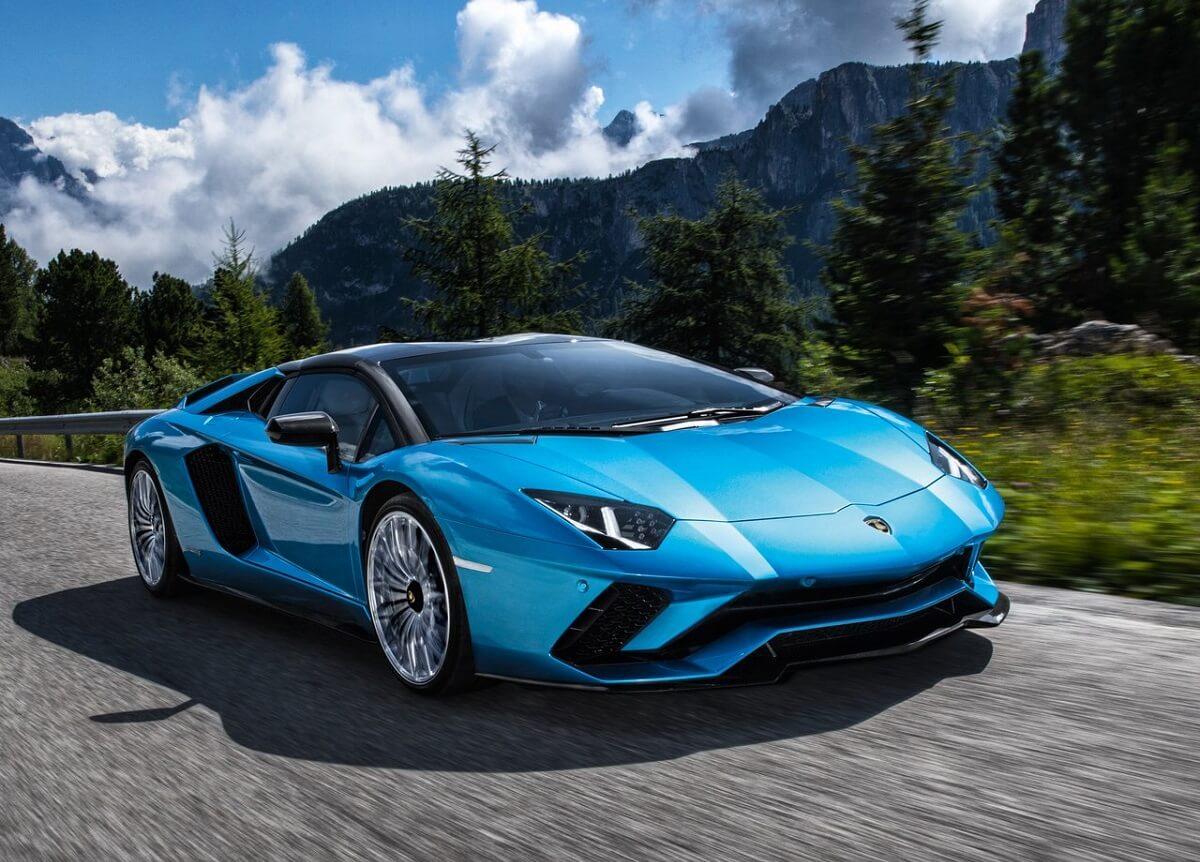 Lamborghini-Aventador_S_Roadster-2018.jpg
