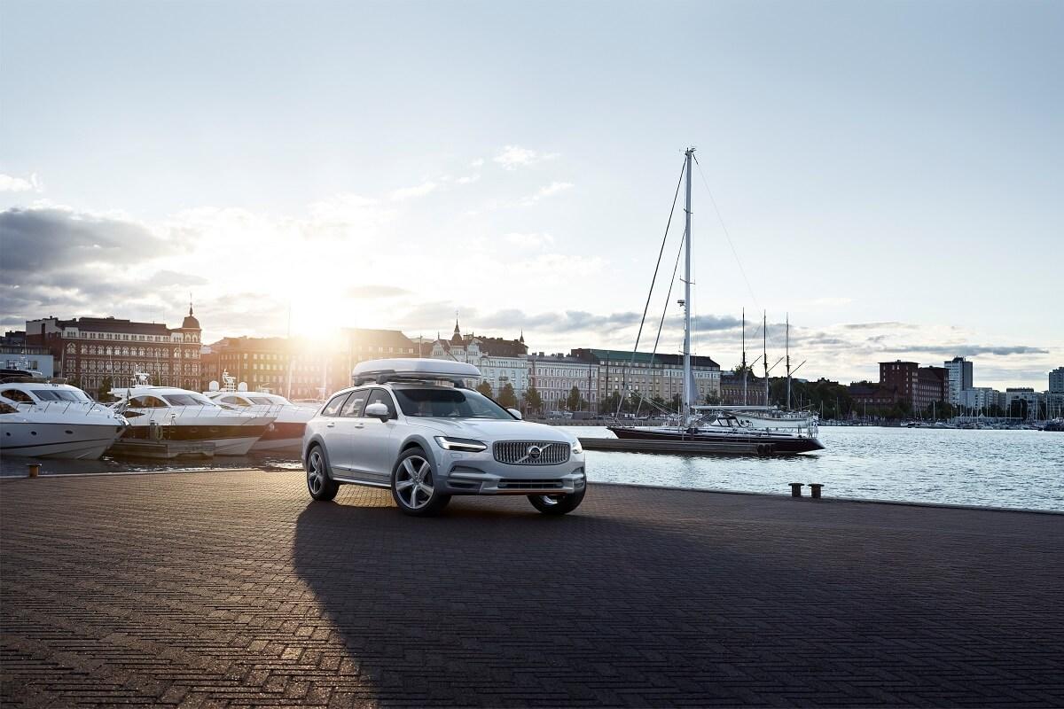 215855_Volvo_V90_Cross_Country_Volvo_Ocean_Race_exterior_on_location.jpg