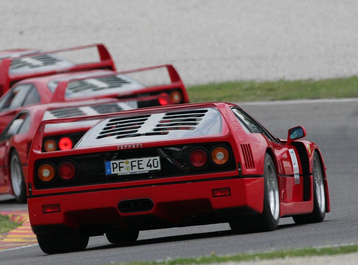 Ferrari-F40-1987-1.jpg