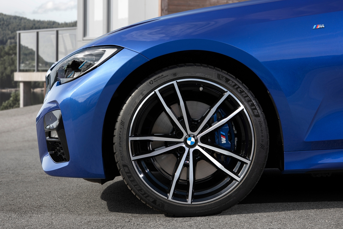 P90323686_highRes_the-all-new-bmw-3-se.jpg