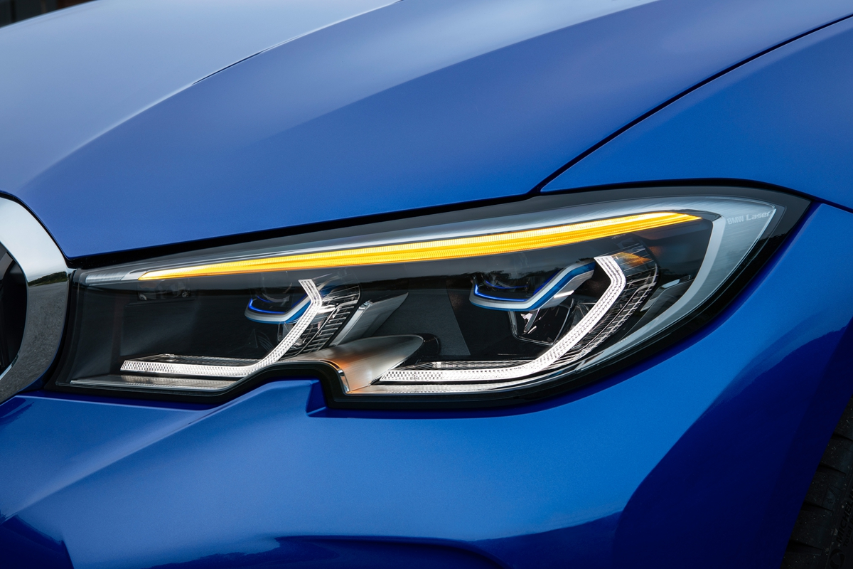 P90323689_highRes_the-all-new-bmw-3-se.jpg
