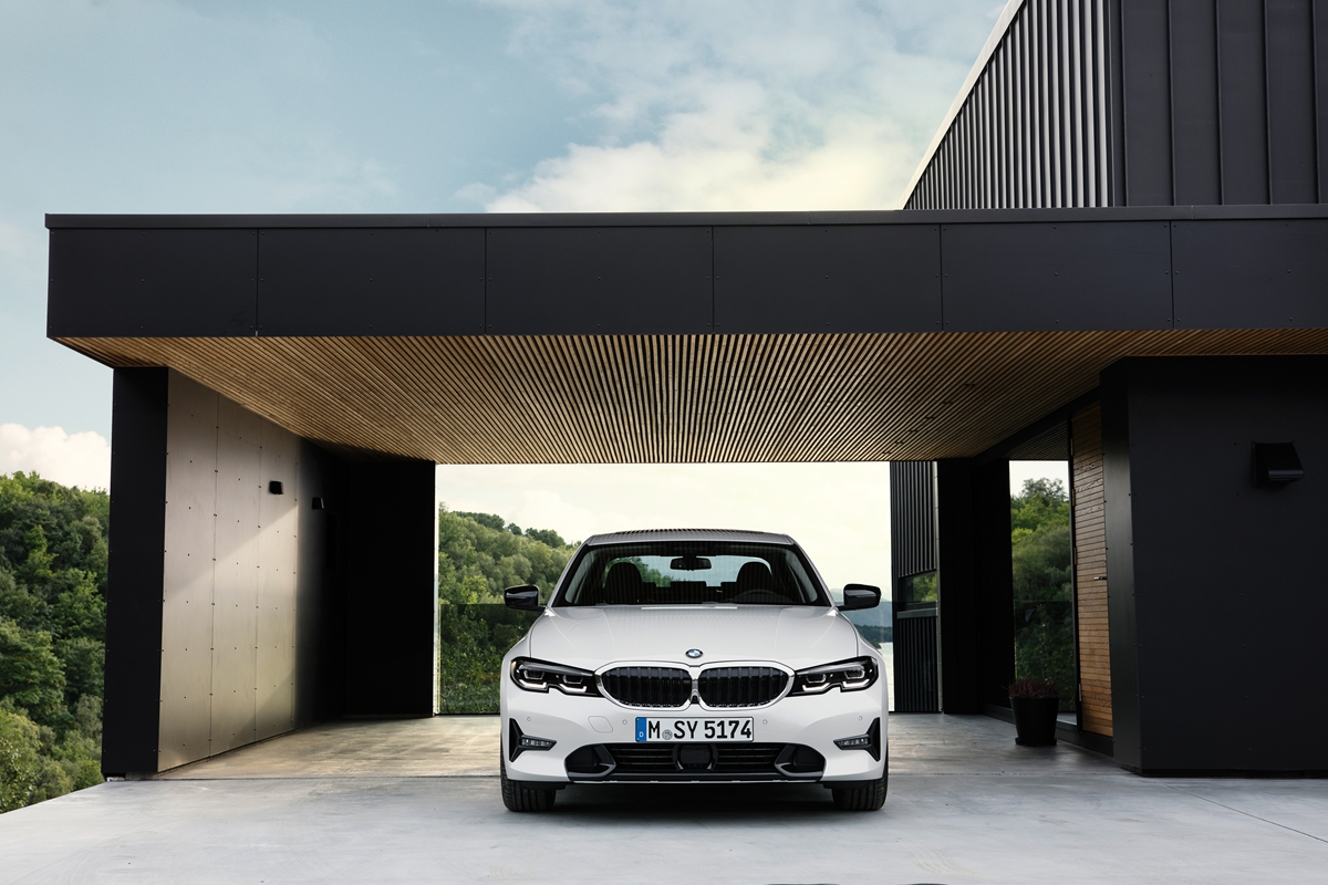 P90323712_highRes_the-all-new-bmw-3-se.jpg