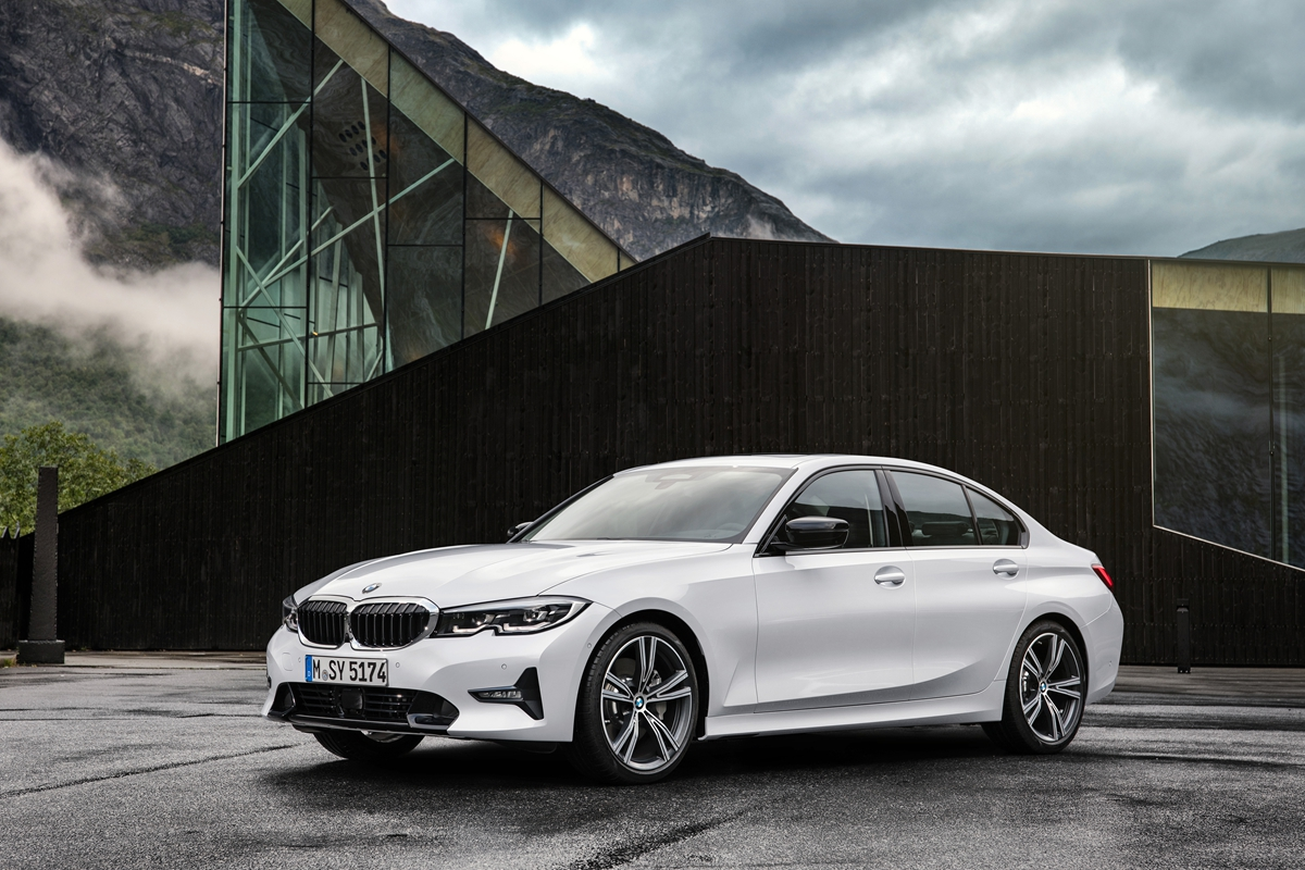 P90323716_highRes_the-all-new-bmw-3-se.jpg