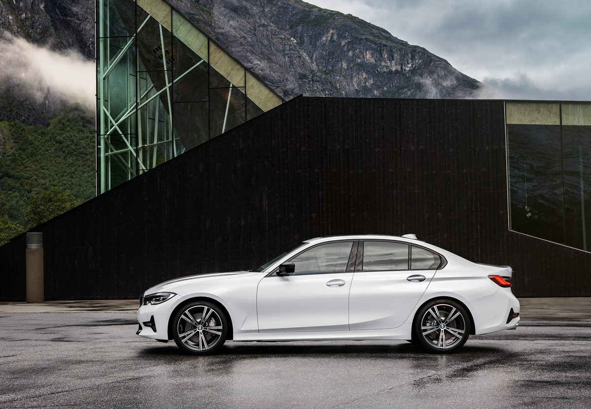 P90323719_highRes_the-all-new-bmw-3-se.jpg