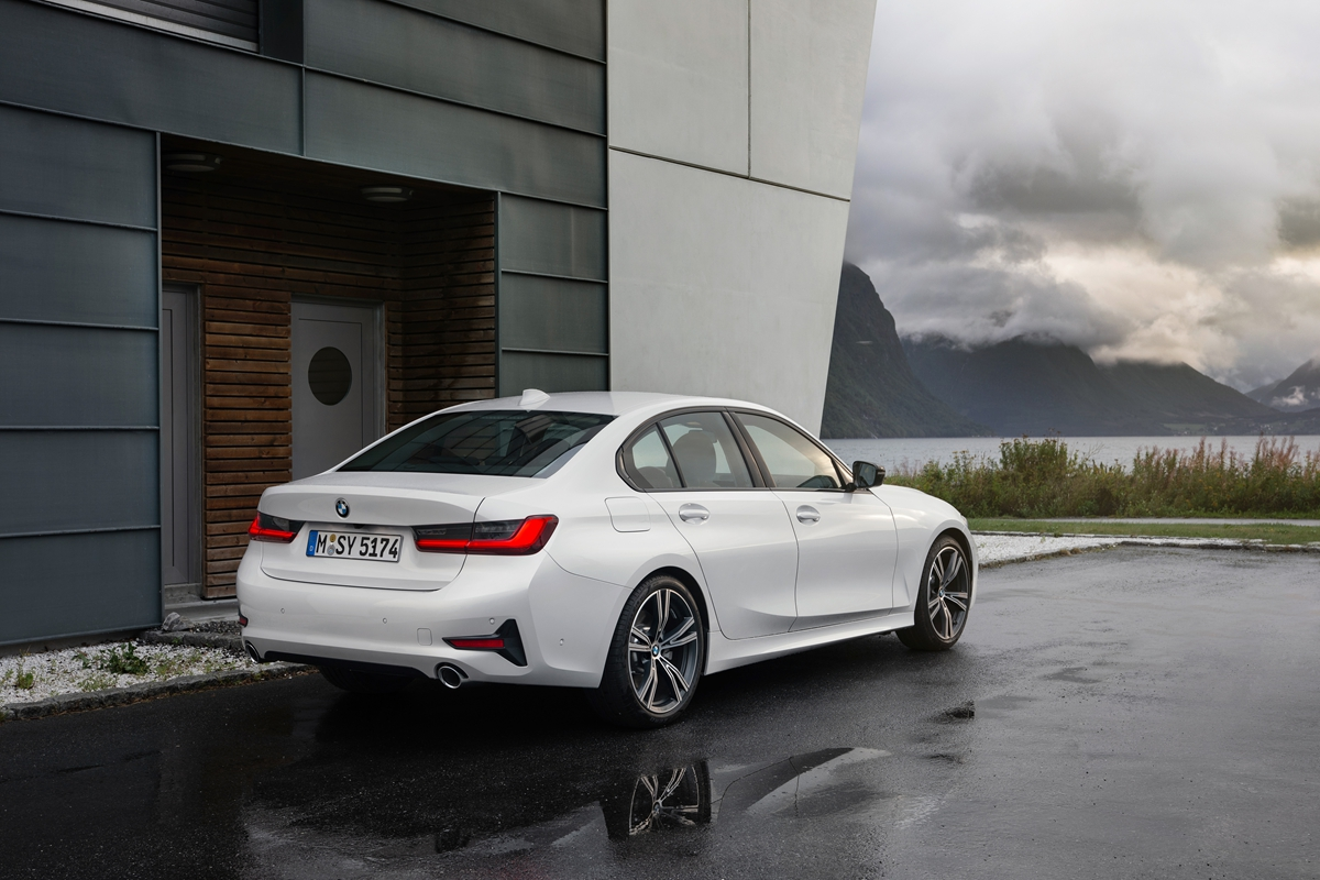 P90323723_highRes_the-all-new-bmw-3-se.jpg