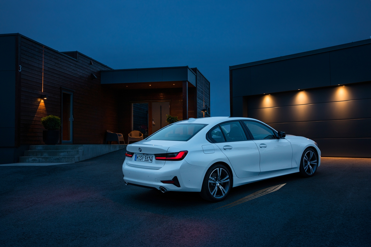 P90323724_highRes_the-all-new-bmw-3-se.jpg