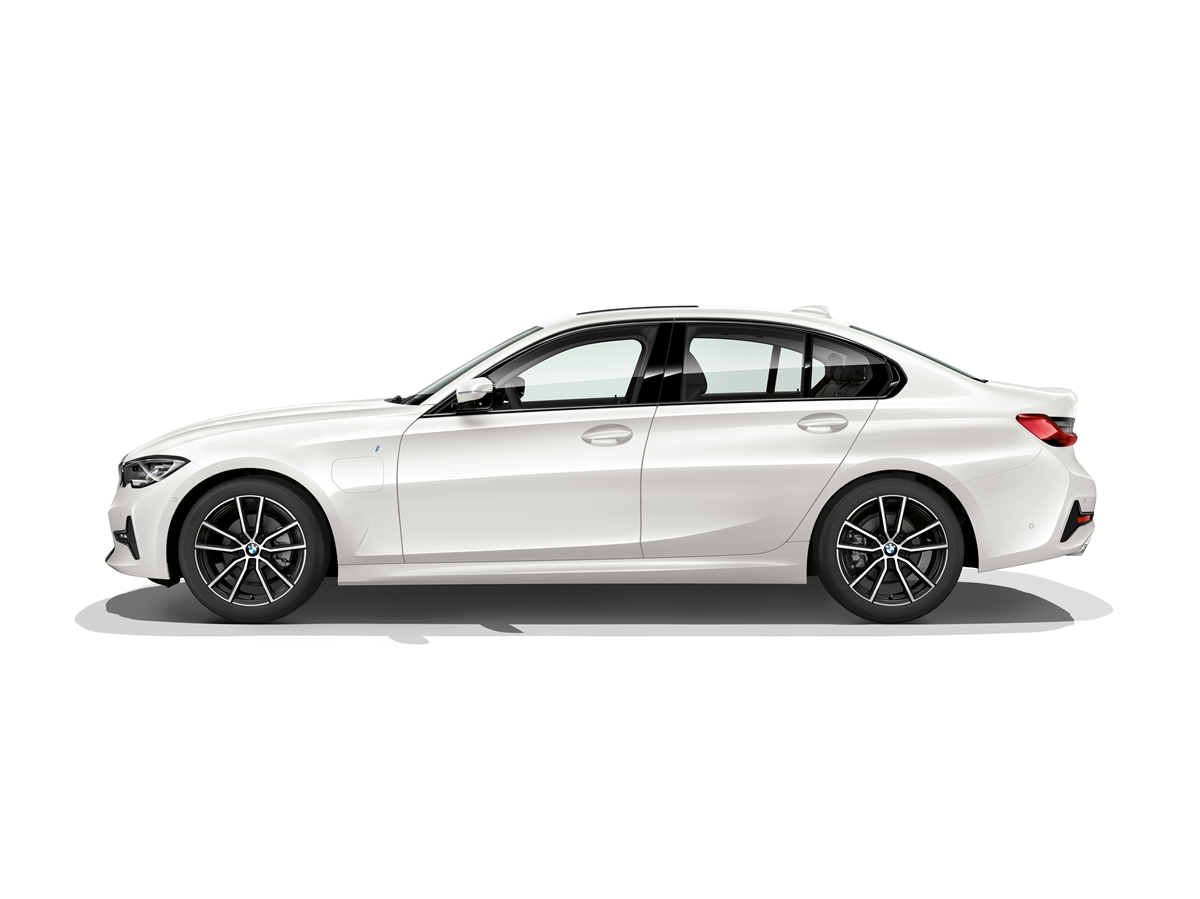 P90323742_highRes_the-all-new-bmw-330e.jpg