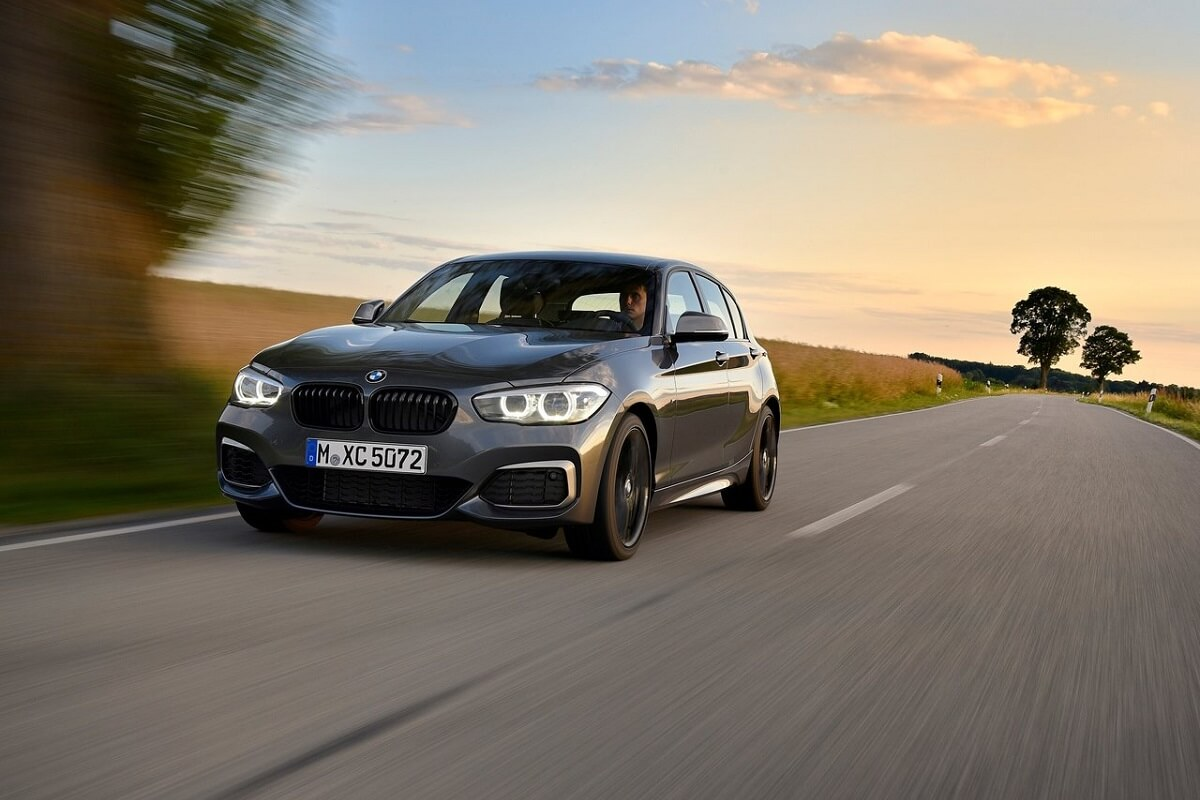 BMW-M140i-2018-1.jpg