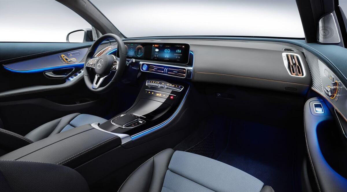 Mercedes-Benz-EQC-2020.jpg