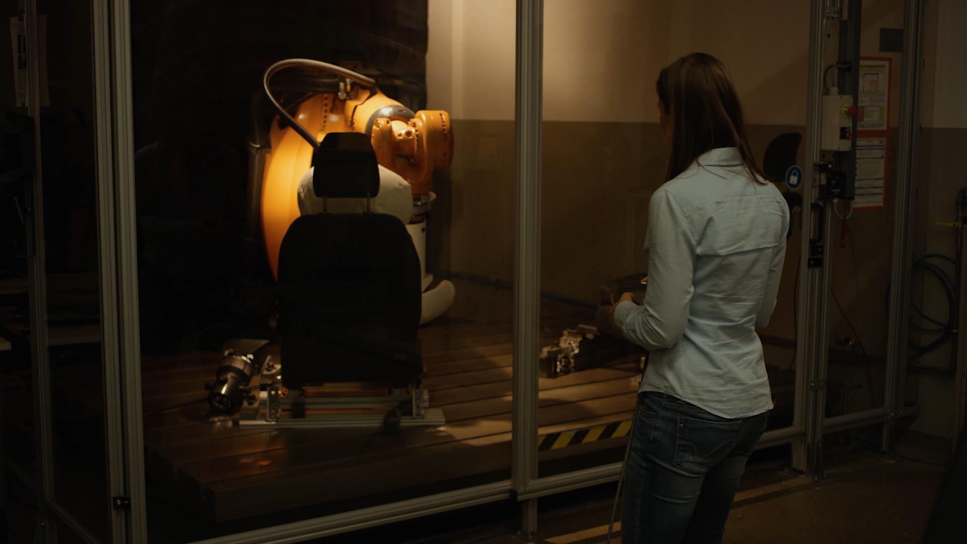 【圖三】模仿人體臀部的機器人裝置Robutt可以在三周內完成大約25,000次就坐起身動作.jpg