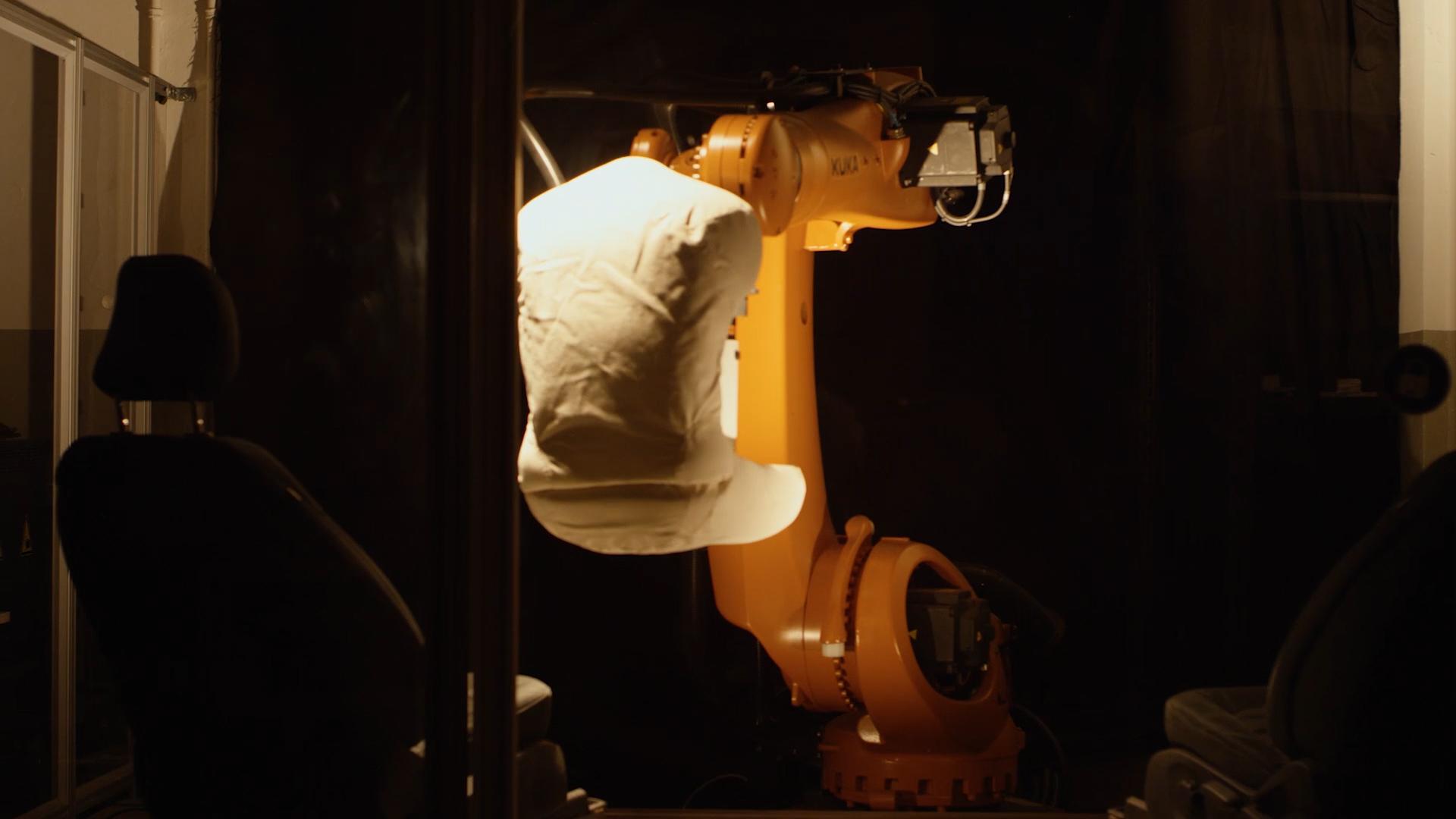 【圖二】模仿人體臀部的機器人裝置Robutt可以在三周內完成大約25,000次就坐起身動作.jpg
