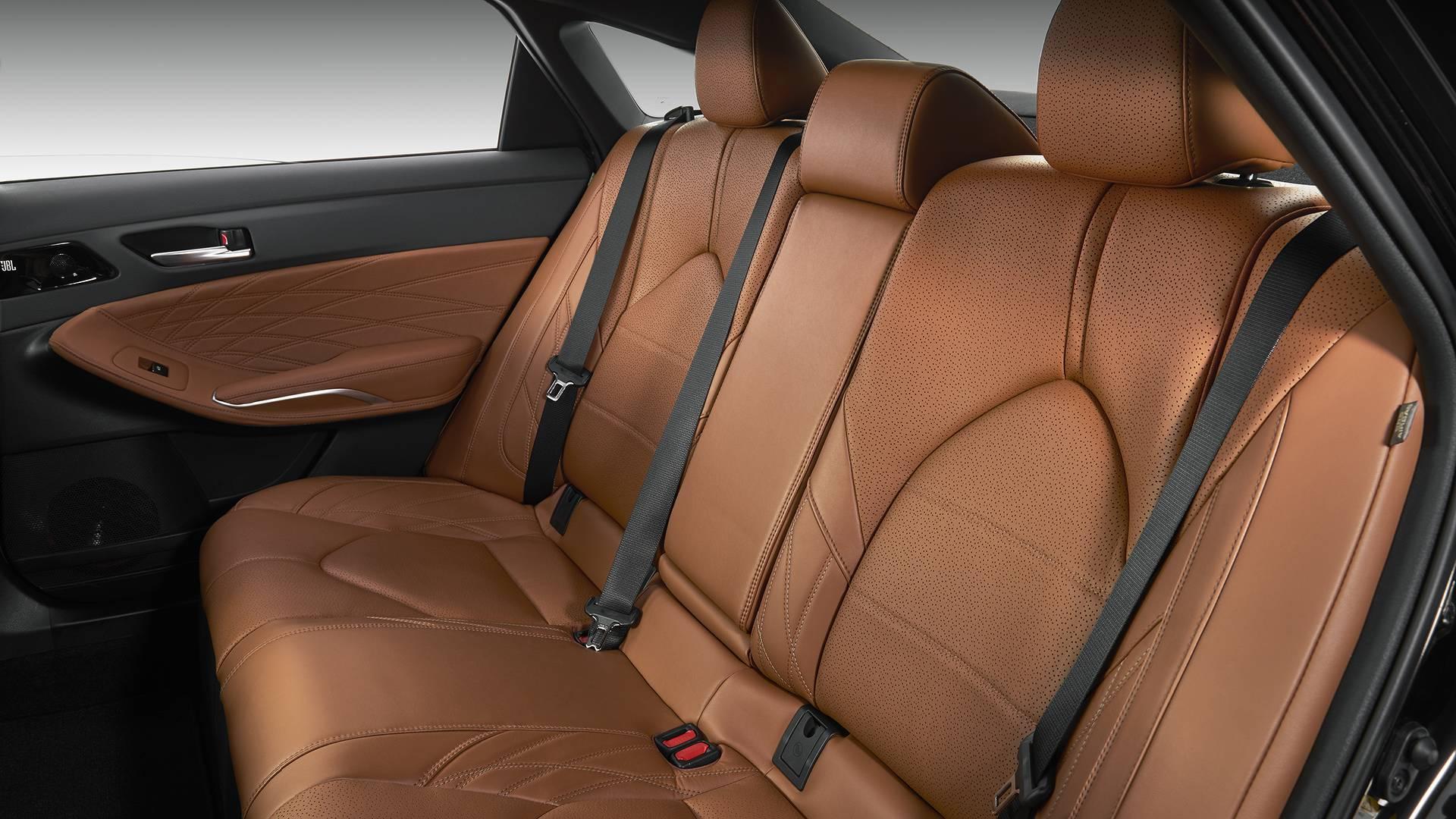 2019-toyota-avalon-limited-hybrid (6).jpg