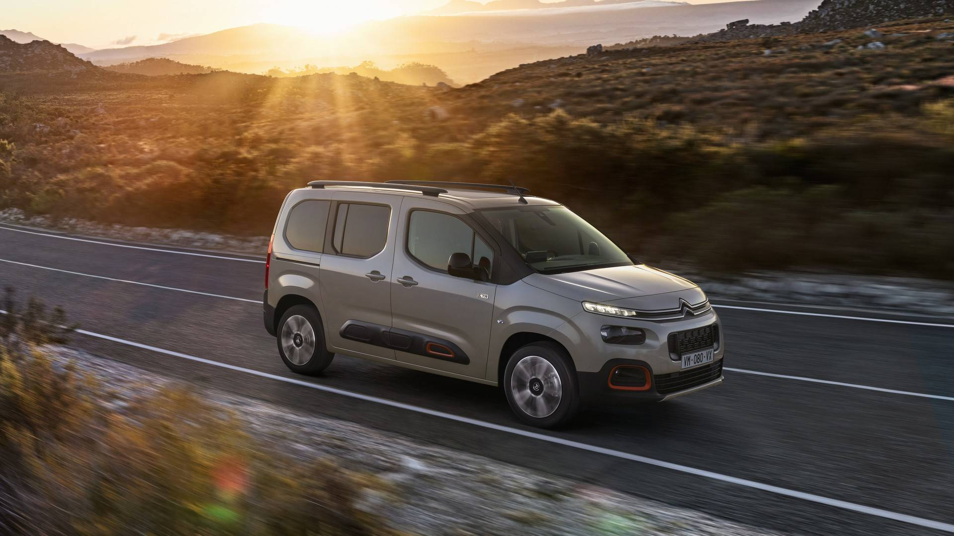 2018-citroen-berlingo (2).jpg