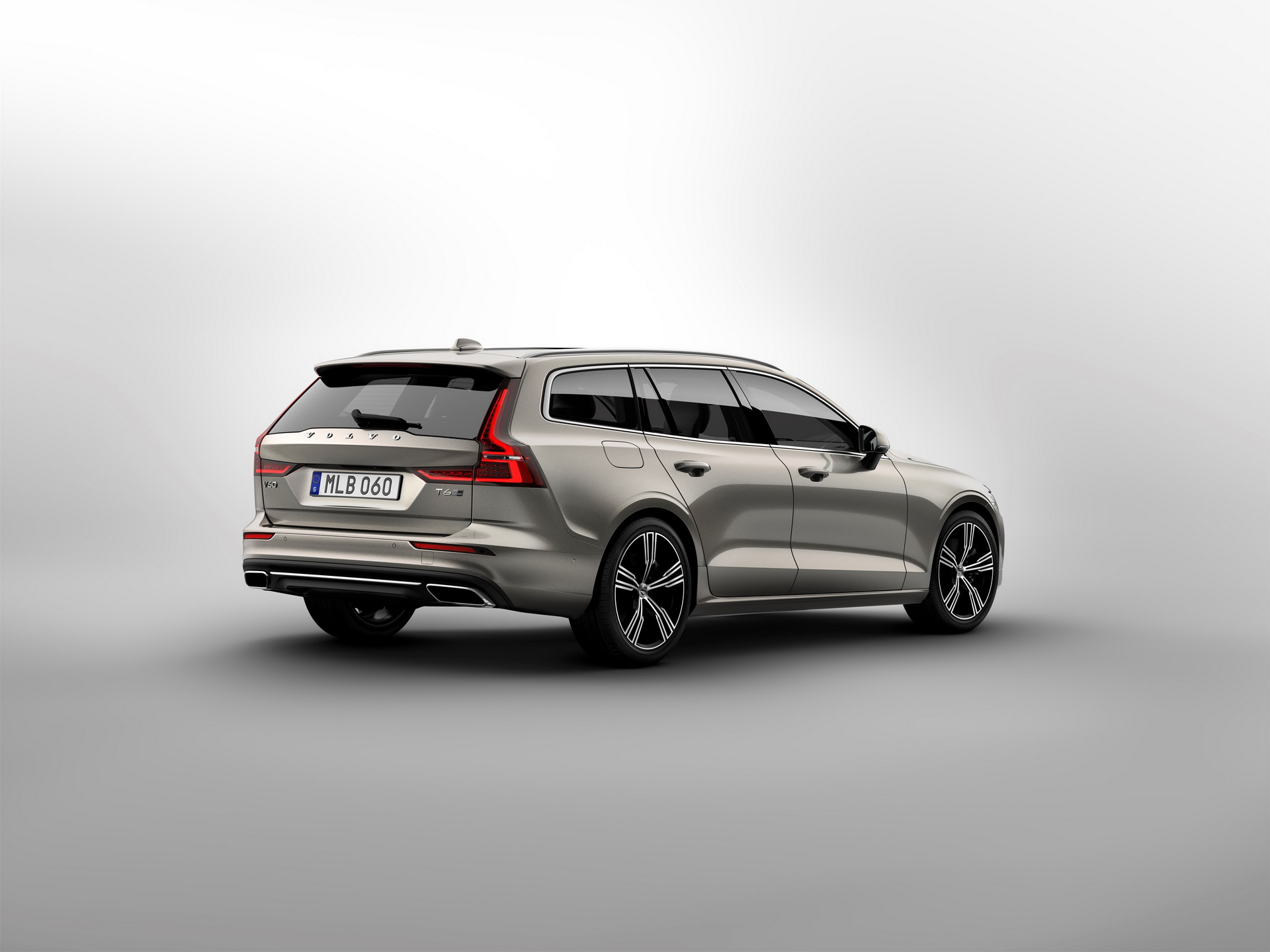 2018-VolvoV60-30.jpg