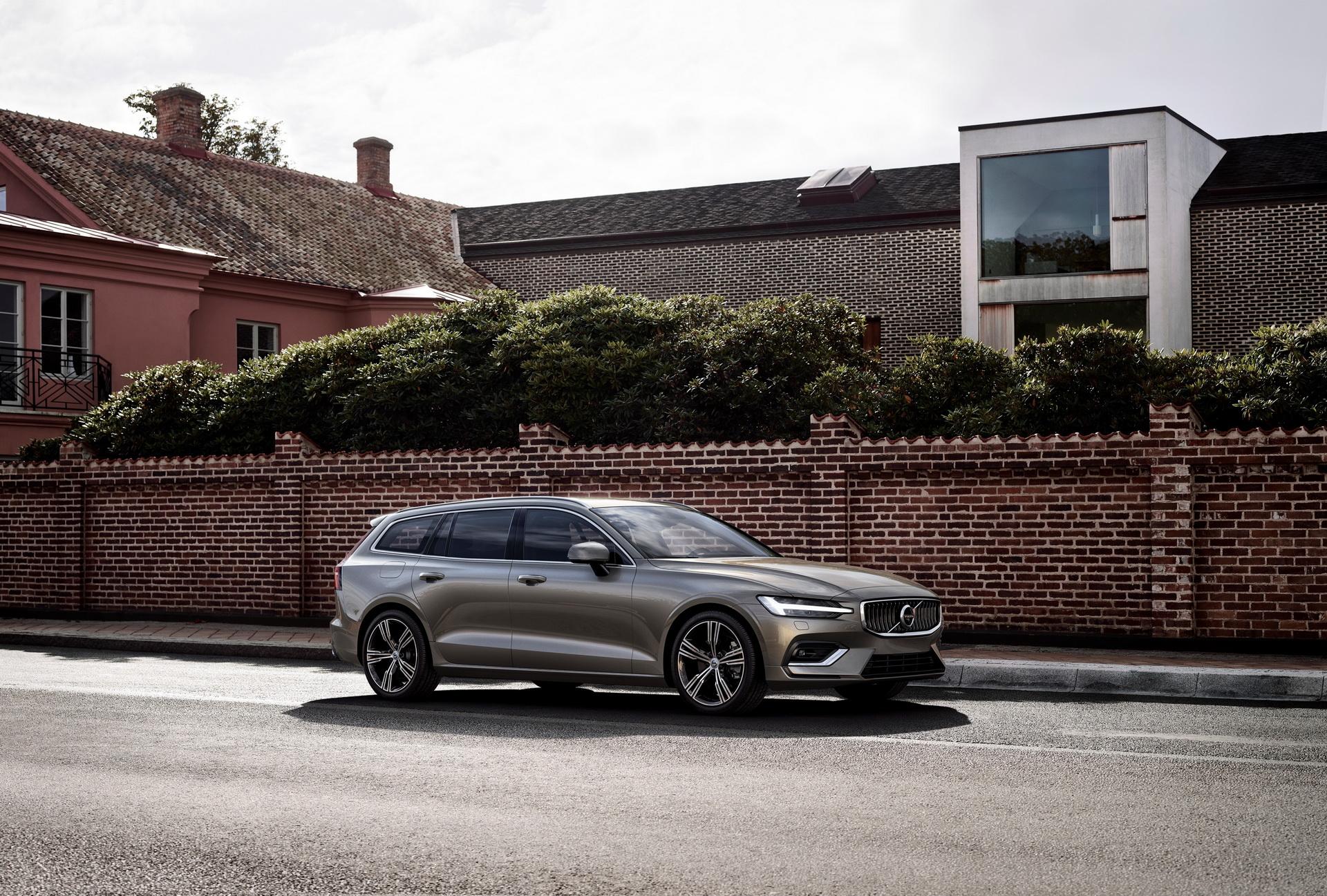 2018-VolvoV60-38.jpg