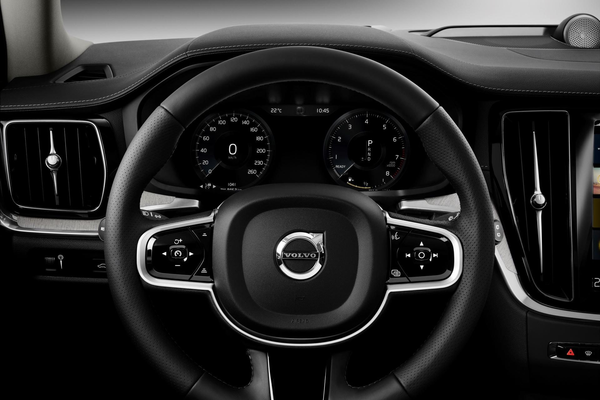 2018-VolvoV60-61.jpg