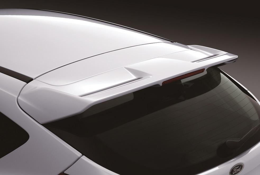 【圖五】New Ford Focus型動勁速版全車加裝空力套件 車尾型動擾流尾翼的設計 呈現車主運動酷感品味 限量優惠價69.9萬元起.jpg