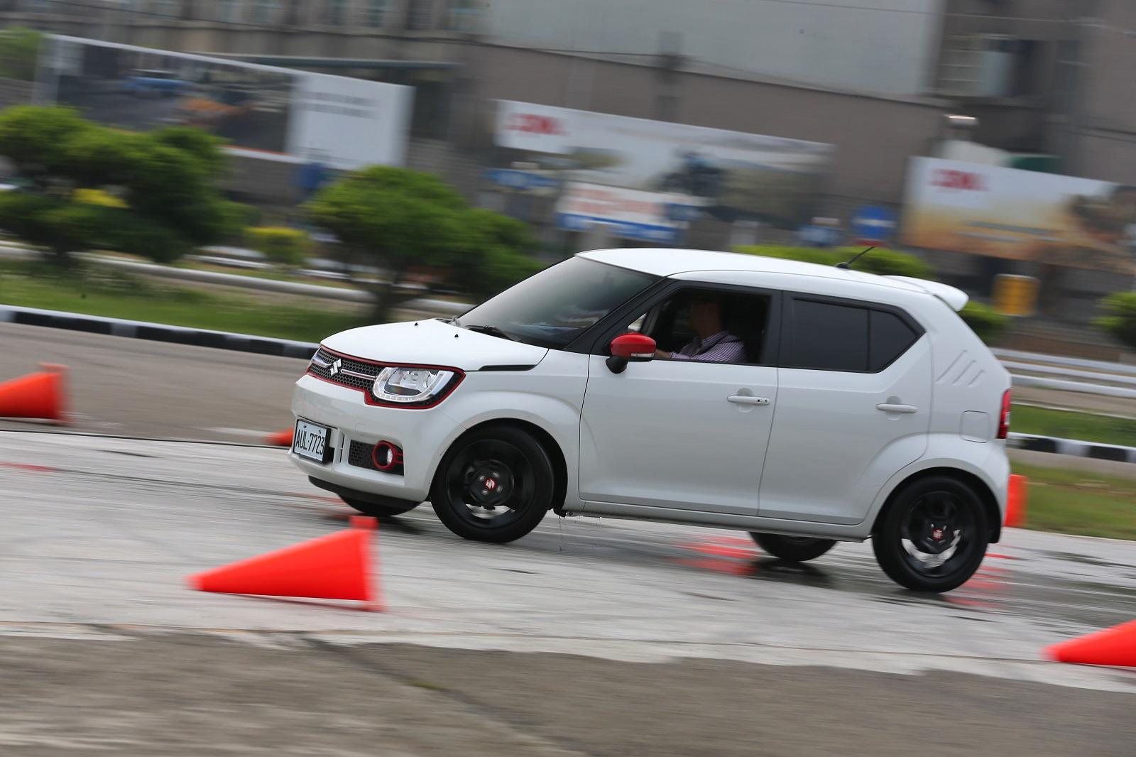 Suzuki Ignis.JPG