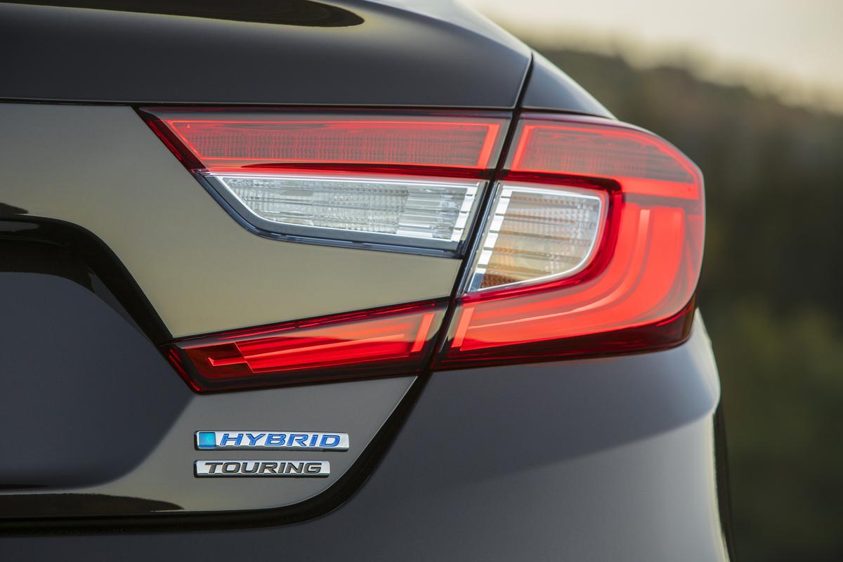 2018_Honda_Accord_Hybrid__010.jpg