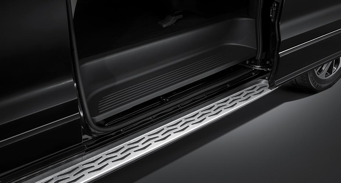 pip-grand-starex-limousine-design-sidestep.jpg