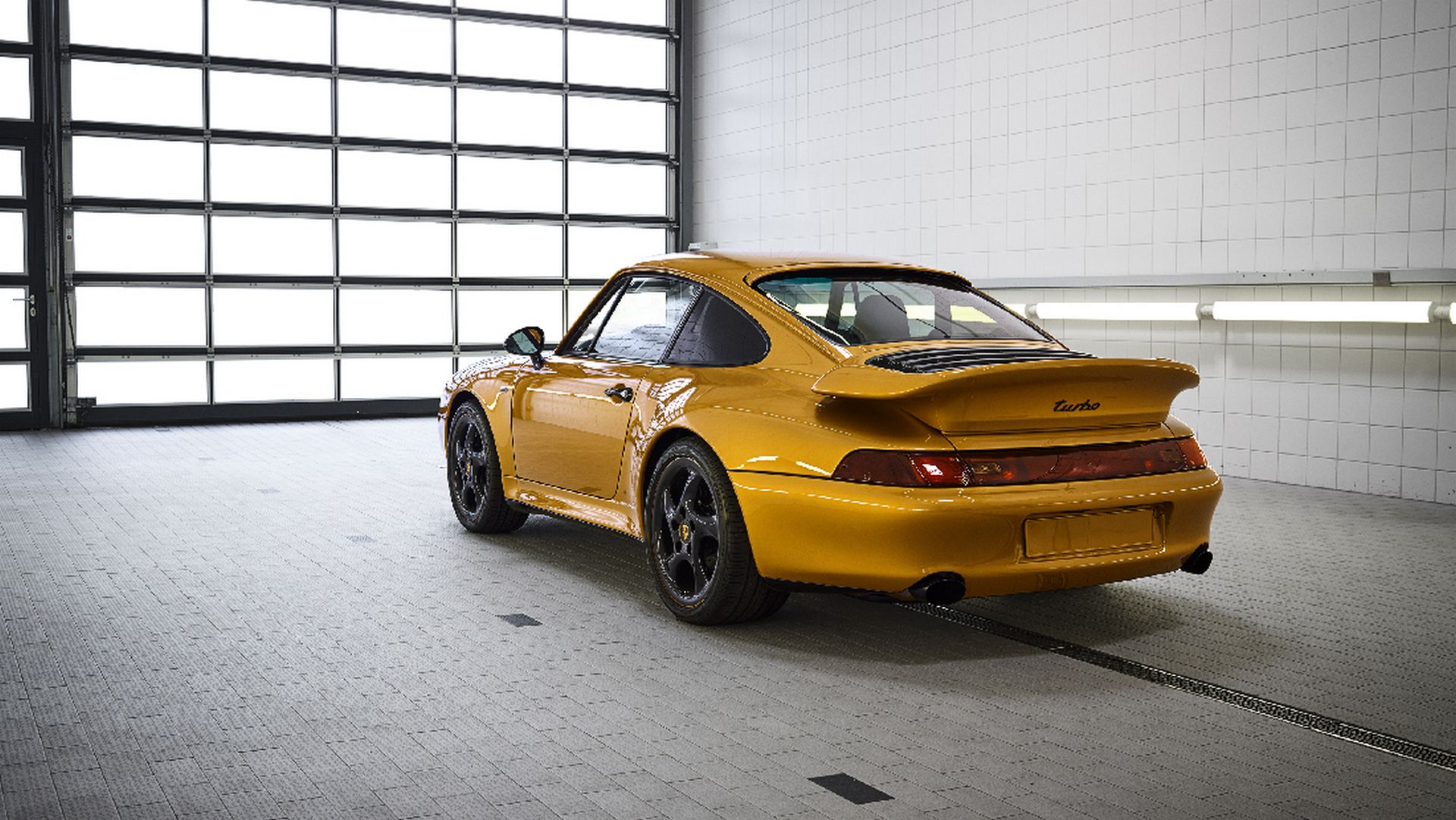 a6ae9421-porsche-993-turbo-project-gold-6.jpg