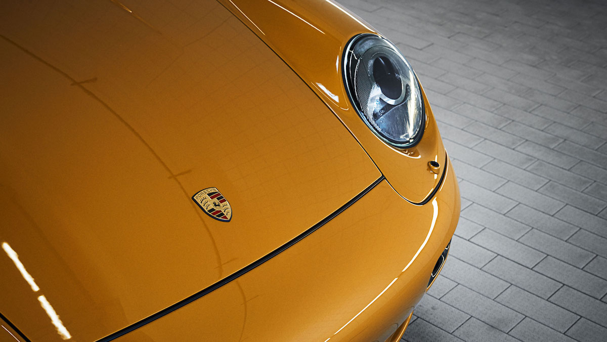 high_993_turbo_the_reveal_classic_project_gold_2018_porsche_ag (2).jpg