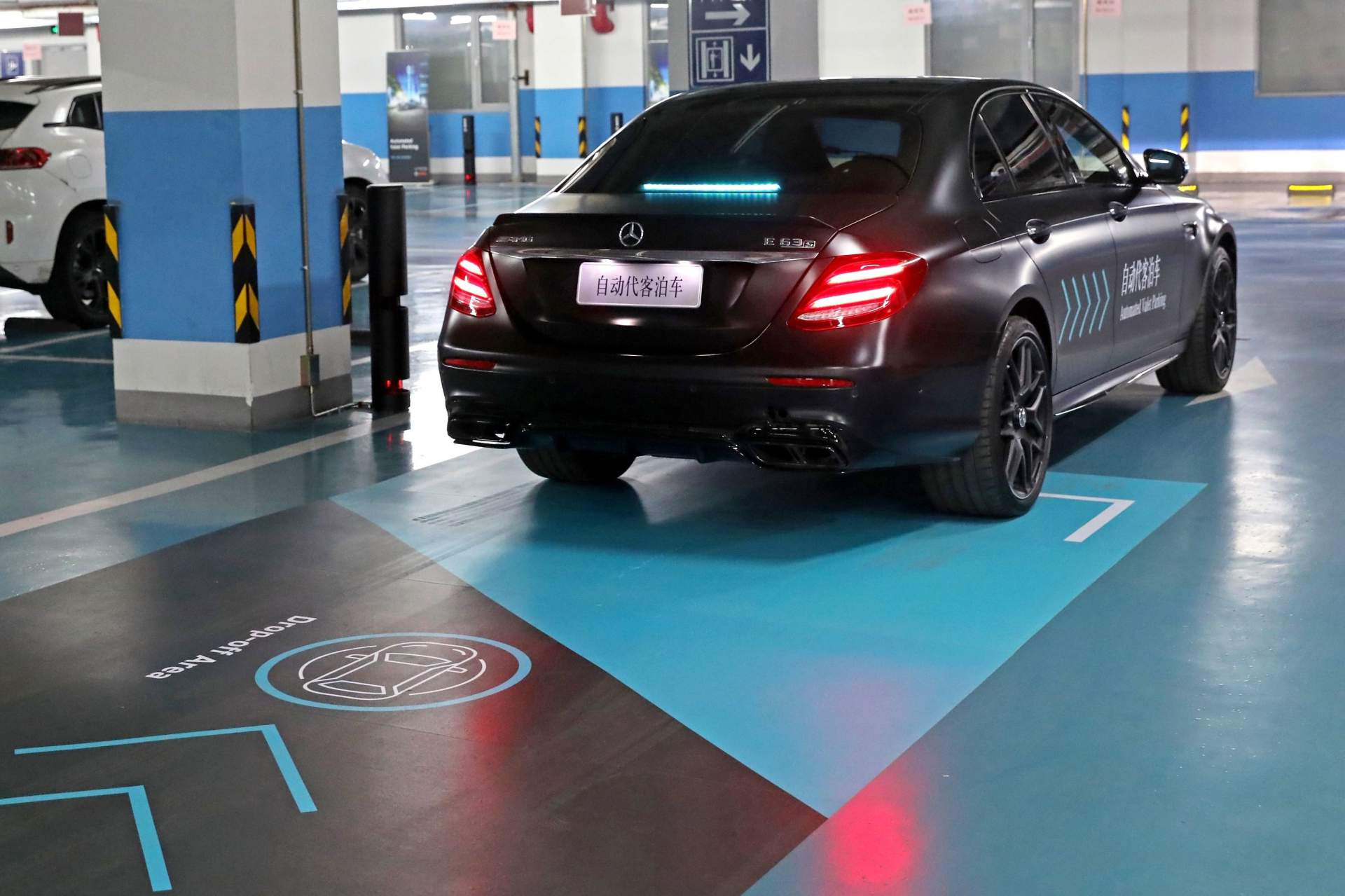 e60033d8-daimler-and-bosch-automated-valet-parking-3.jpg