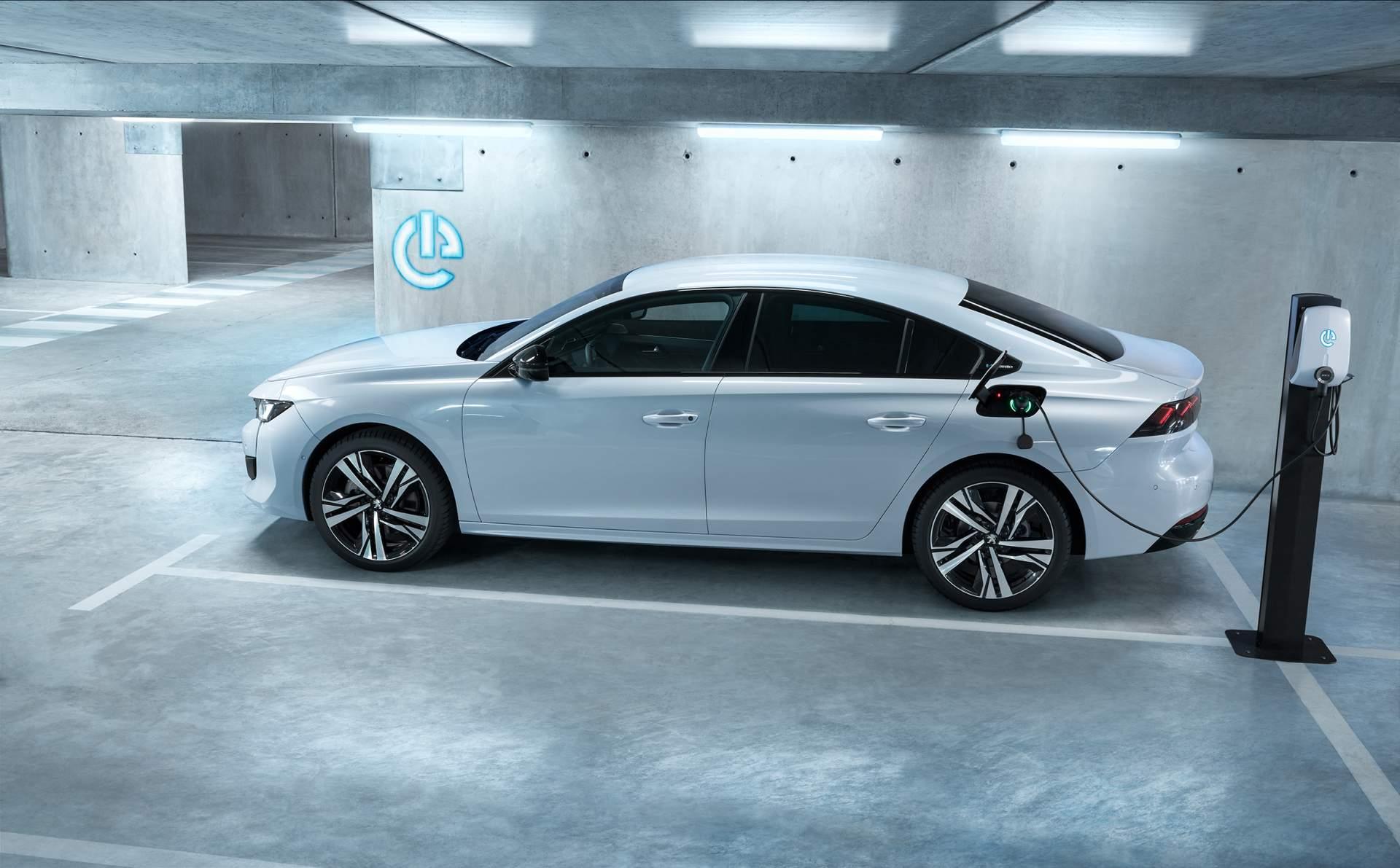 4324828d-peugeot-508-hybrid-1.jpg