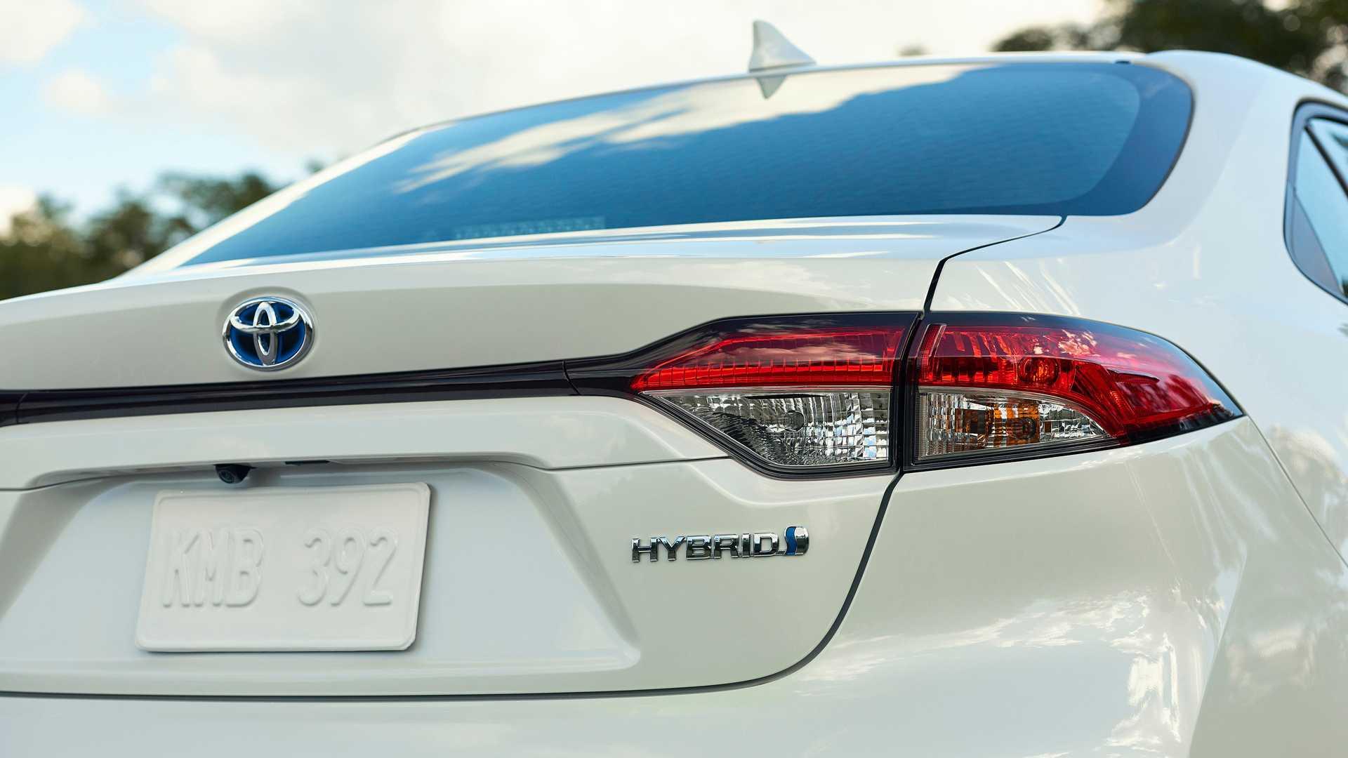 2020-toyota-corolla-hybrid-usa (1).jpg