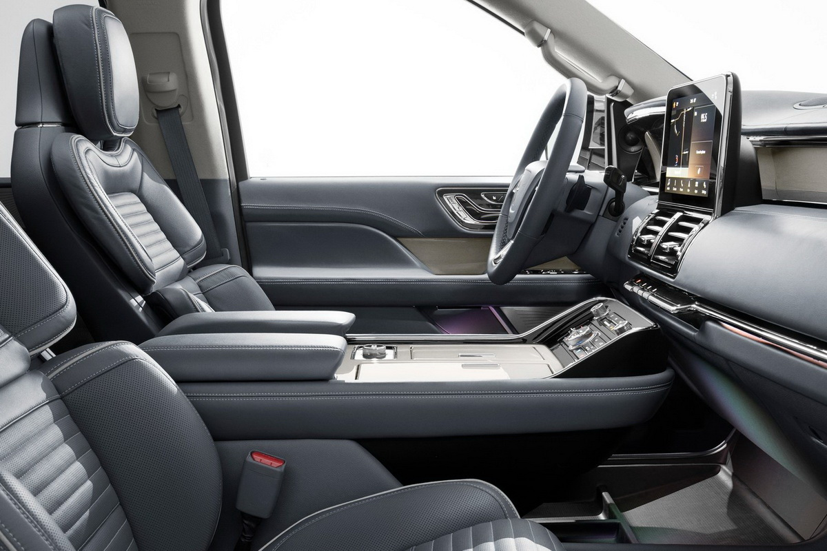 Lincoln-Navigator-2018-1600-0a.jpg