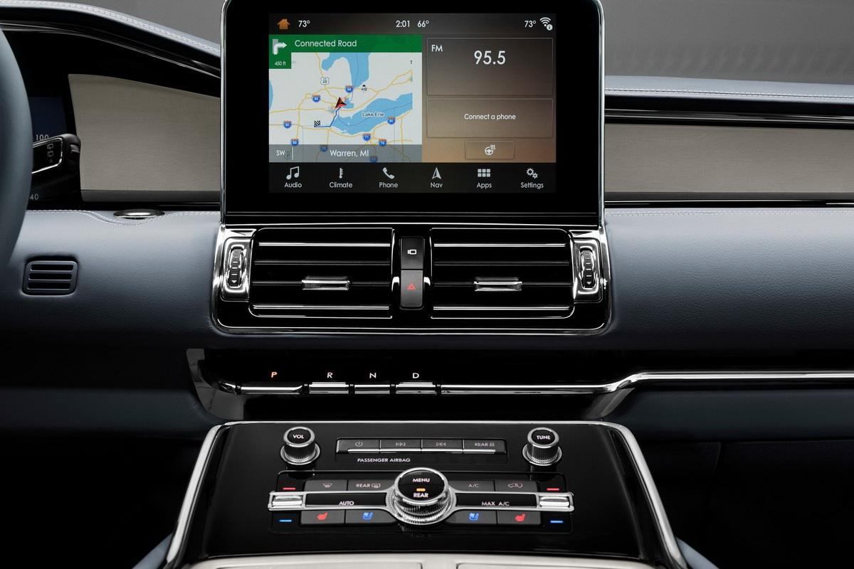 Lincoln-Navigator-2018-1600-10.jpg