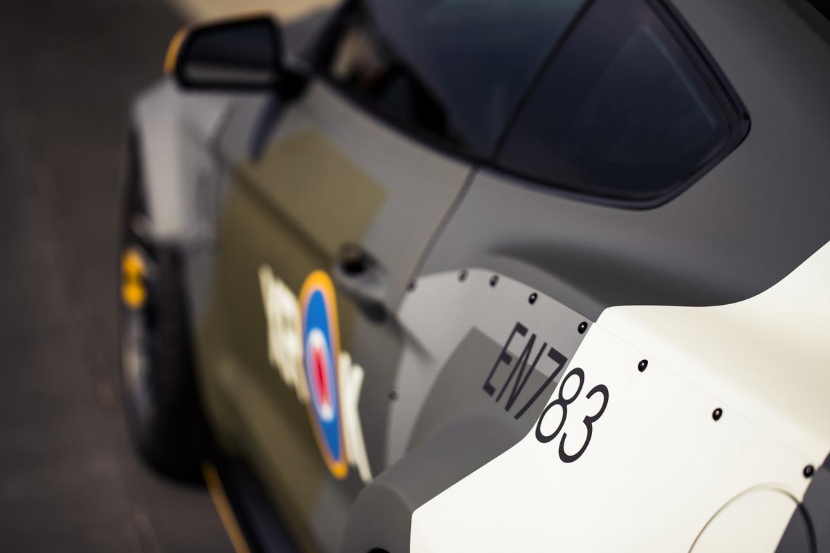 0548_DG_Mustang_Spitfire.jpg