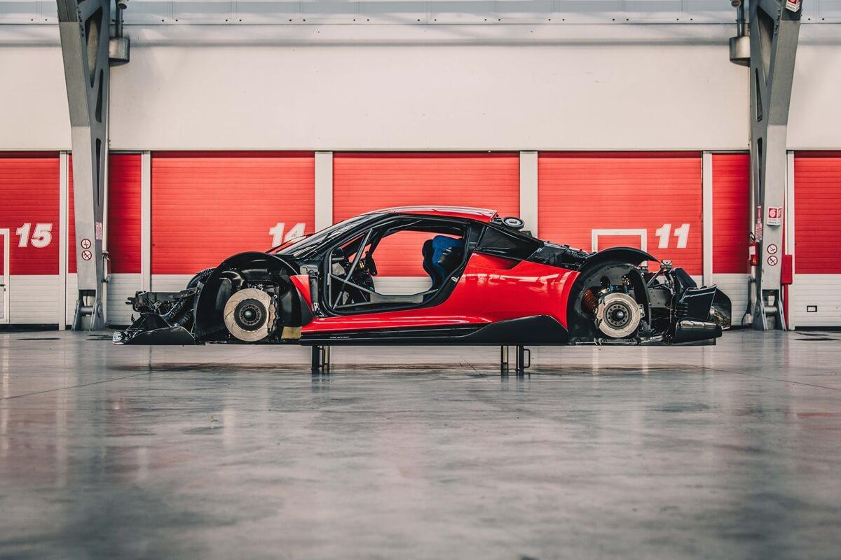 Ferrari_P80_C_shake_down_01.jpg