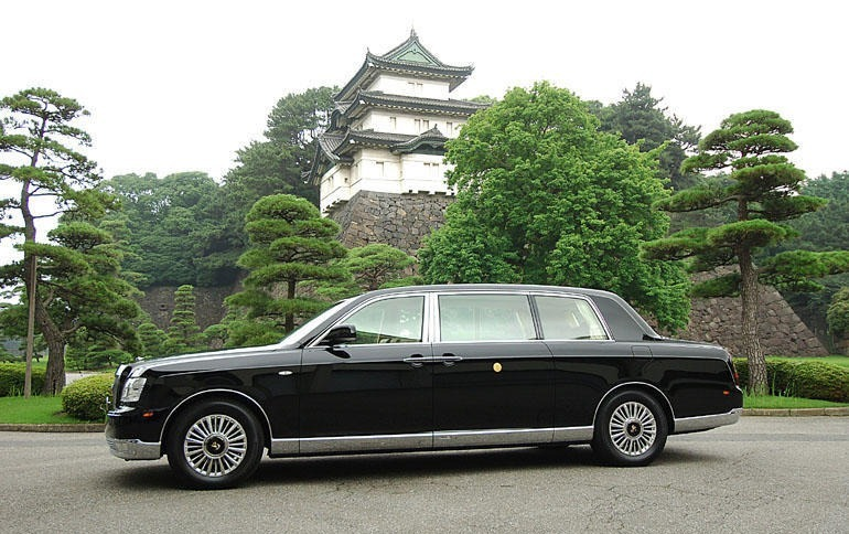 toyota_century_royal_imperial_processional_car.jpeg