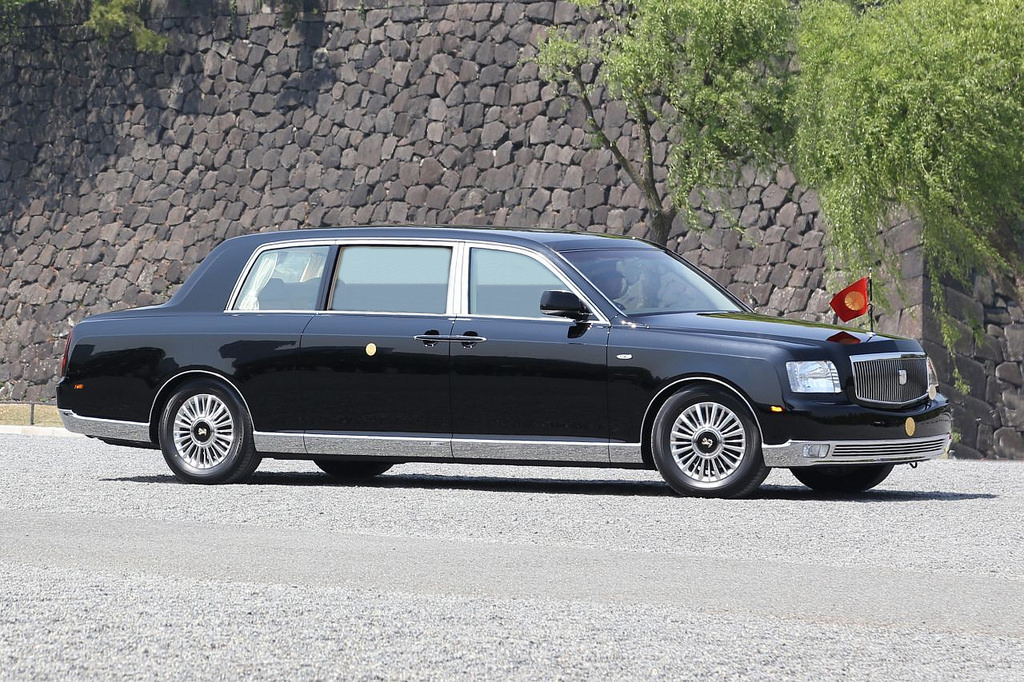 toyota_century_royal_imperial_processional_car_2.jpeg