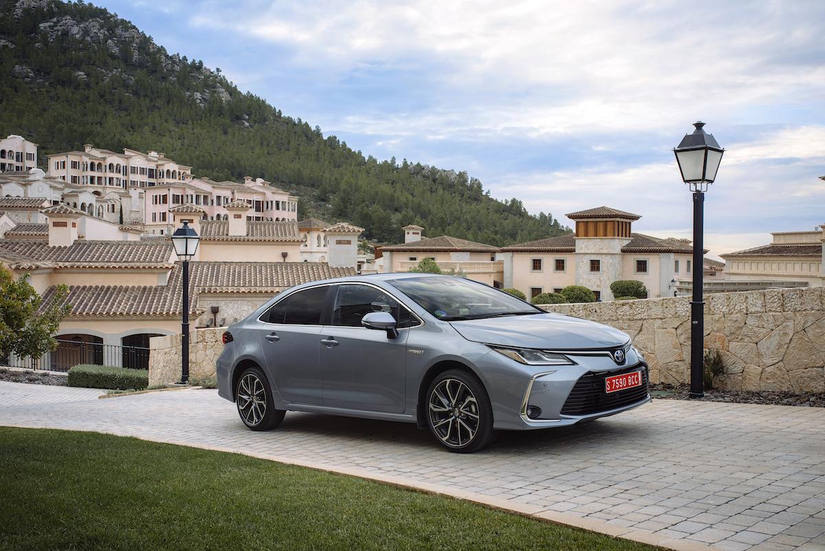 corolla-sedan-1.8l-grey-2019-001-397163.jpg