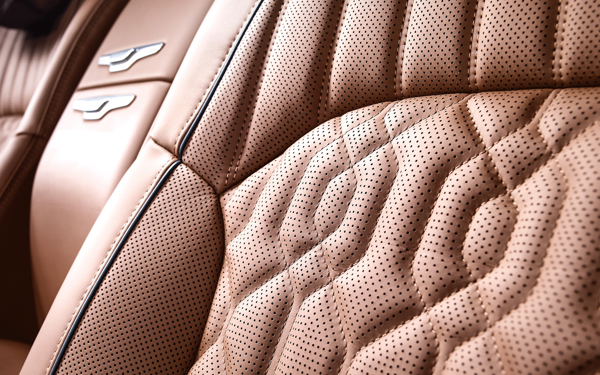 genesis-g90-features-design-semi-aniline-leather-seat-layer.jpg