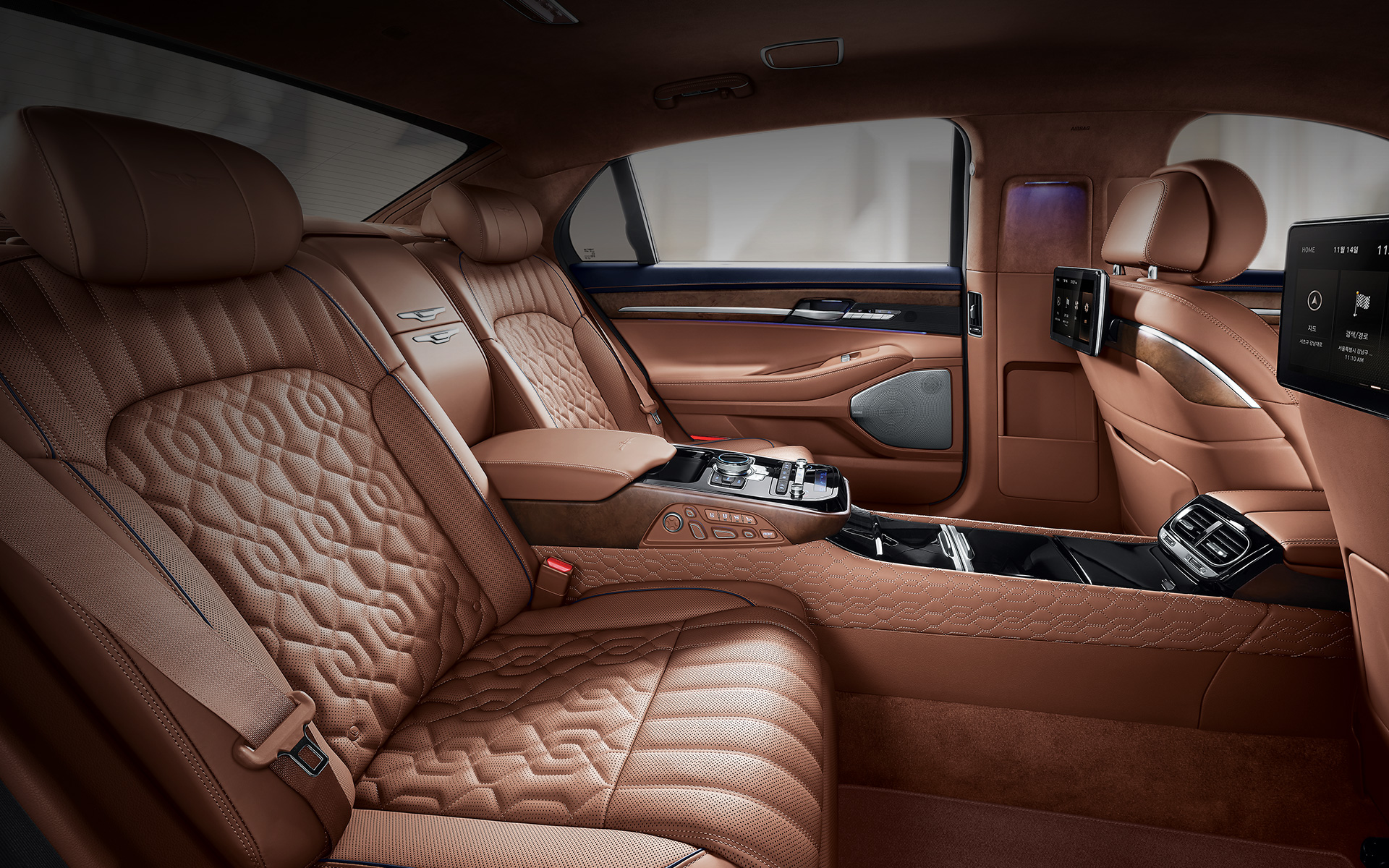 genesis-g90-features-design-semi-aniline-leather-seat.jpg
