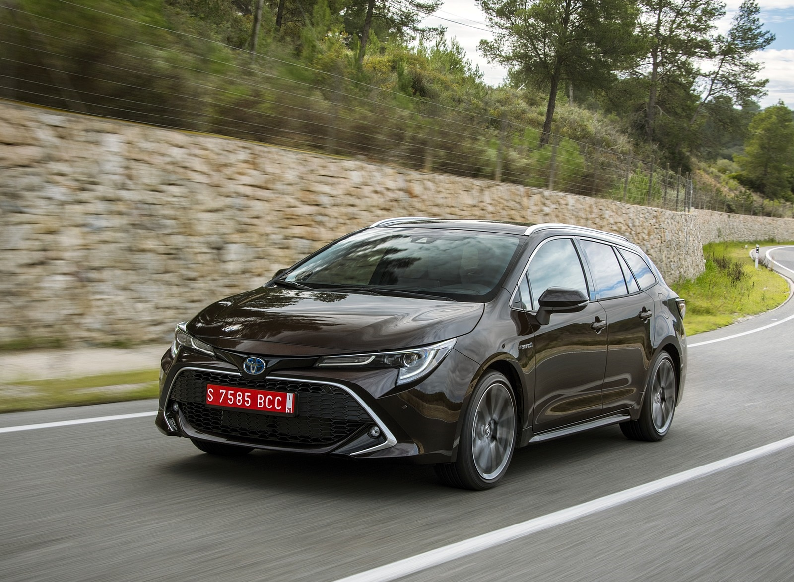 2019-Toyota-Corolla-Touring-Sports-2.0L-Brown-EU-Spec-Front-Three-Quarter-Wallpaper-21.jpg