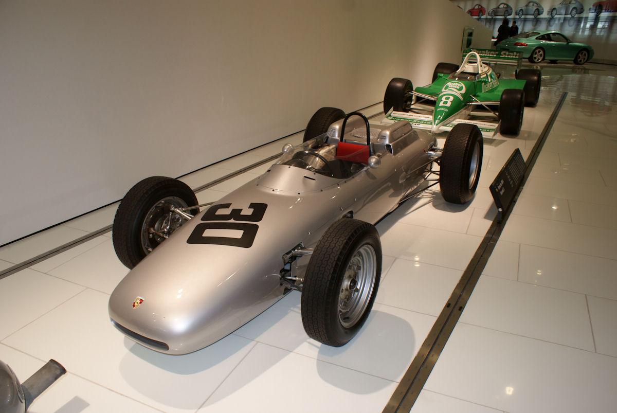 Porsche_804_1962_Formel_1_Racer_AboveLFrontSide_PorscheM_9June2013_(14826037138).jpg
