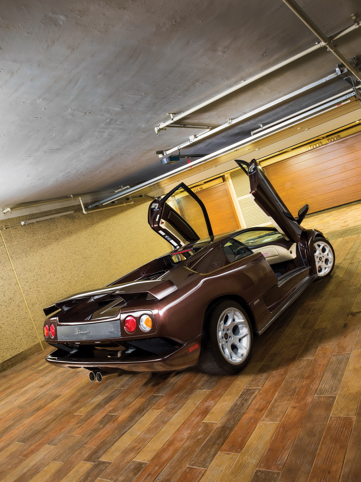 2001-Lamborghini-Diablo-VT-6-0-SE_1-copy.jpg