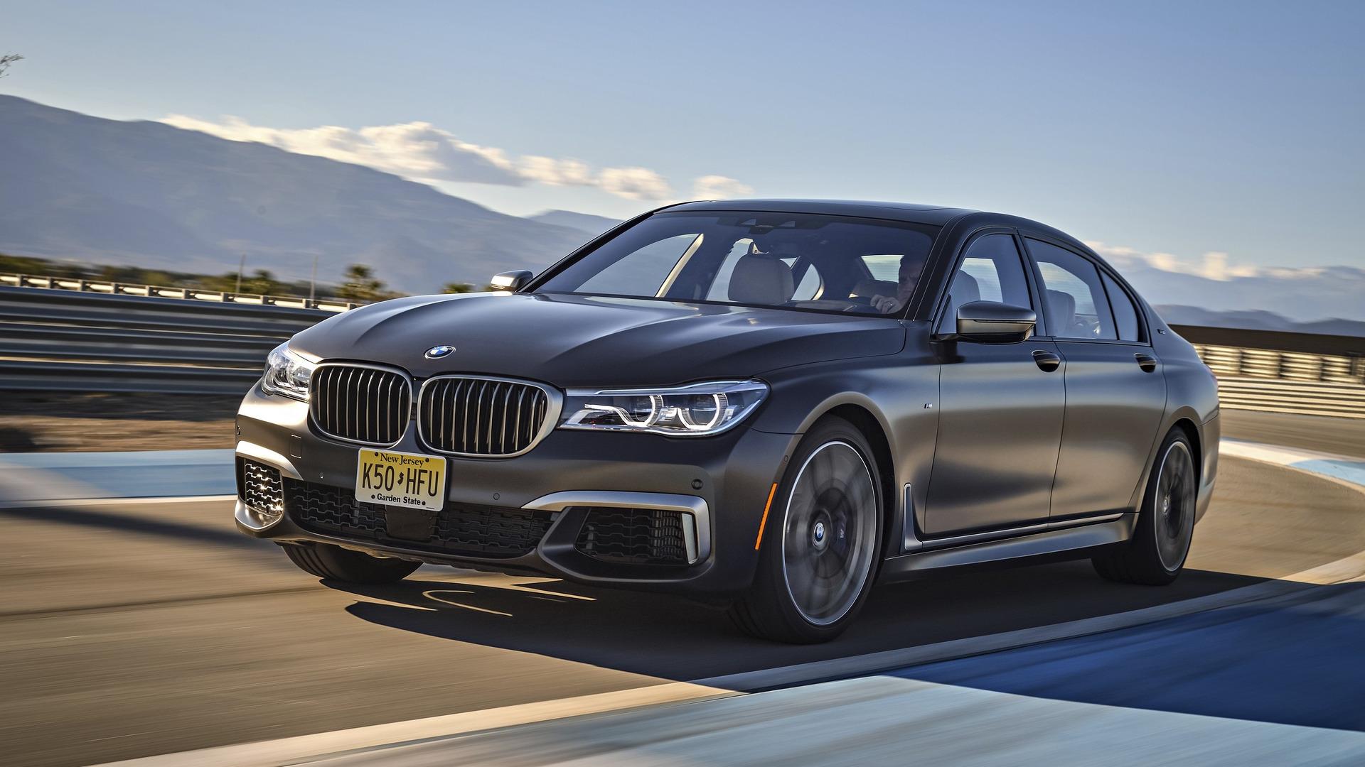 The-BMW-M760Li-xDrive-is-the-pinnacle-of-7-Series-awesomeness-28.jpg