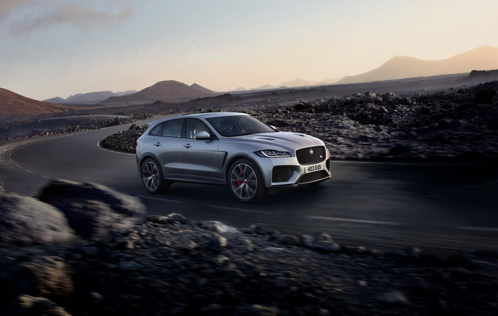 recommended-by-jaguar-lines-up-j-pace-suv-to-take-fight-to-porsche-cayenne_2.jpg