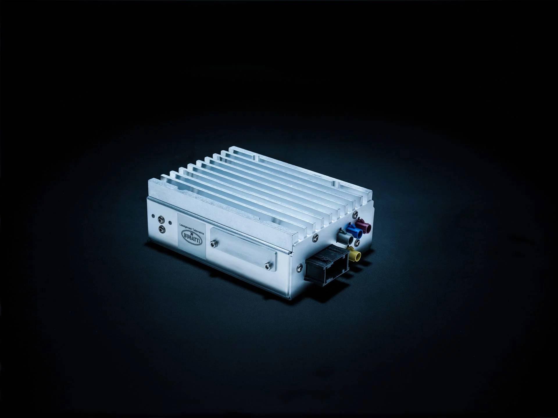 02_Bugatti_Telemetrie-box.jpg