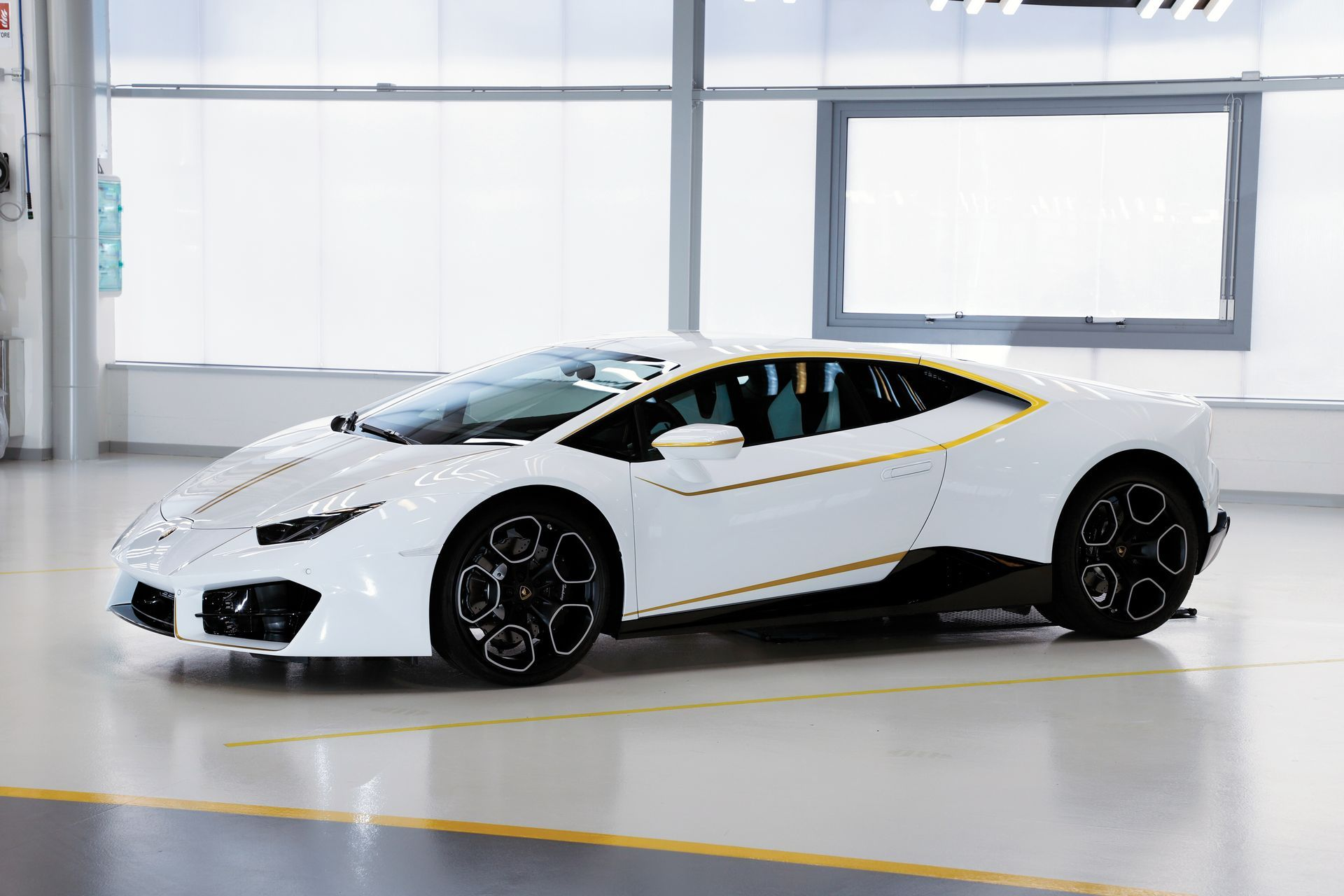 Pope-Lamborghini-Huracan-Auction-4.jpg