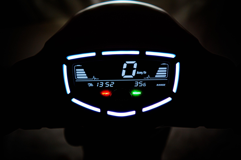 (實拍)PGO EQ智慧儀錶.jpg