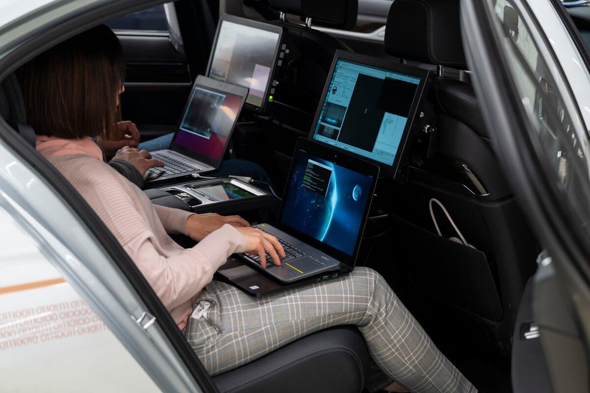 P90300102_highRes_autonomous-driving-c.jpg