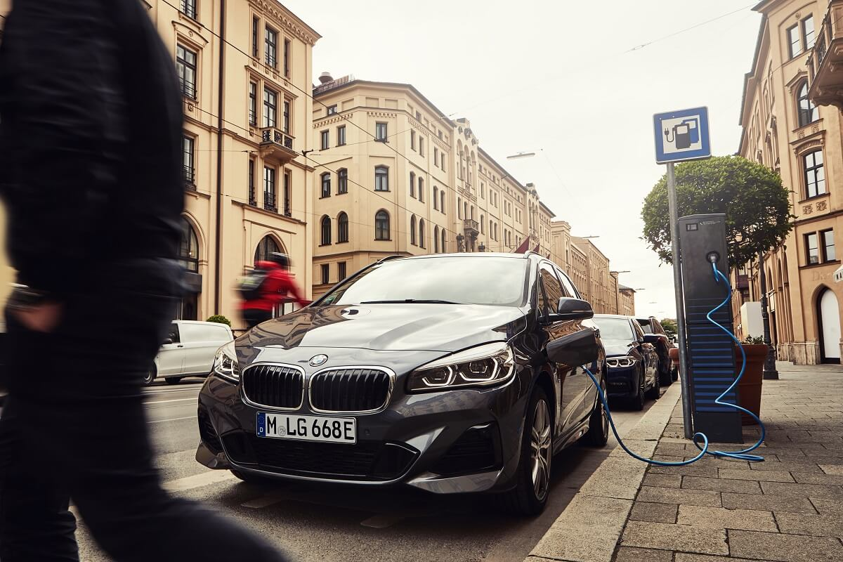 P90359978_highRes_the-new-bmw-225xe-ac.jpg